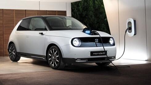 הצתה חשמלית מאוחרת: מה עובר על יצרני הרכב היפנים?