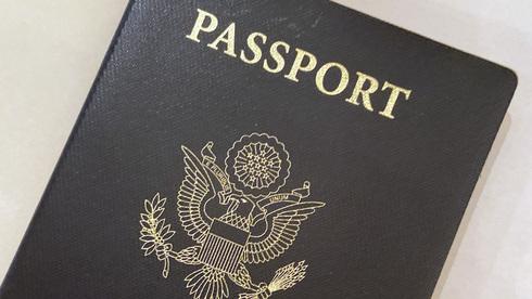 """ארה""""ב הנפיקה לראשונה דרכון שמאפשר לא להזדהות כגבר או כאישה"""